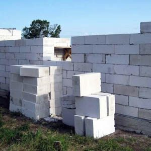 Какие блоки лучше — арболитовые или газобетонные?