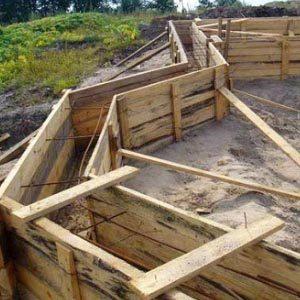 Использования досок при строительстве опалубки