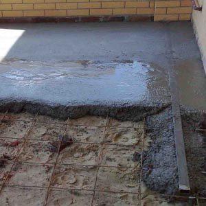 Как залить пол бетоном в загородном доме?
