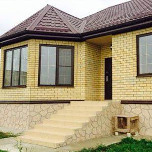 Использование желтого кирпича при отделке фасада дома