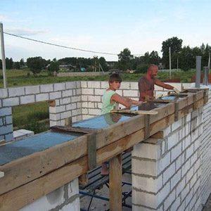 Как правильно закрепить мауэрлат к газобетонной стене?