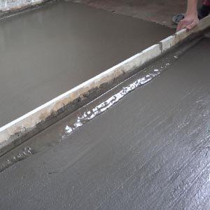 Как самостоятельно выровнять пол из бетона?