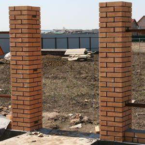 Строительство кирпичных столбов для забора своими руками